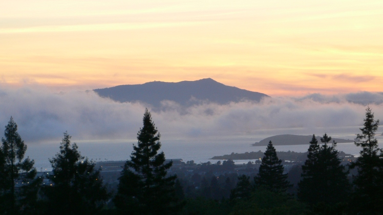 Mount_tamalpais_from_berkeley.JPG